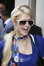 Paris Hilton showed off her diamond pendant necklace while doing some shopping in Paris with sister Nicky.