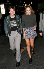 Peaches paired her grey sweatshirt with a printed mini skirt.