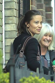 Pippa Middleton shopped in Chelsea with an oversized tote bag and a city-chic loose ponytail.