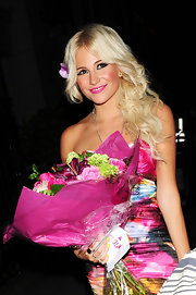 Pixie Lott styled her platinum blond locks in center part curls while traveling back to her hotel.