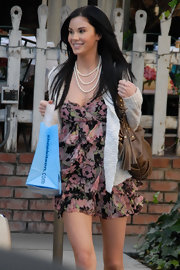 Jayde wore a triple-layered pearl necklace with a floral-printed, tiered mini dress.