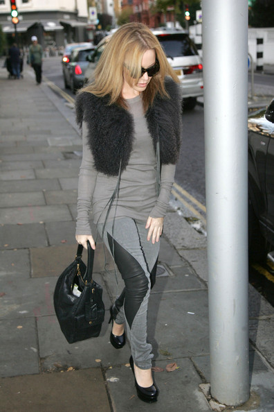 More Pics of Kylie Minogue Wayfarer Sunglasses (1 of 4) - Wayfarer Sunglasses Lookbook - StyleBistro