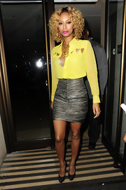 Keri Hilson styled her blond mane in bouncy curls that were parted down the center to frame her face.