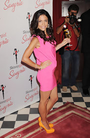 Bethenny Frankel paired her shiny pink frock with bright orange platform pumps at the launch of Skinnygirl Sangria.