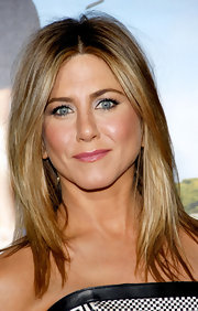 Jennifer Aniston arrived at the premiere of 'Wanderlust' wearing a glossy rose-colored lipstick.