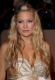 Kate Hudson opted for a long tousled waves at the 2011 Met Gala. A sparkling hair pin was perfectly placed to top off her look.