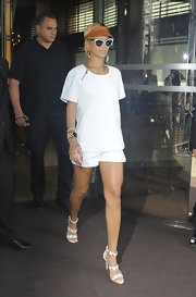 Rihanna stuck to a completely white look when she donned this relaxed-fit, white blouse.