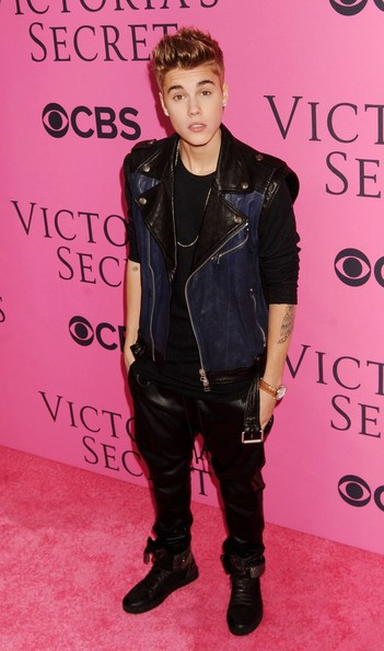 More Pics of Justin Bieber Spiked Hair (1 of 2) - Justin Bieber Lookbook - StyleBistro