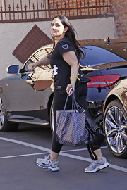 Rikki Lake headed to a DWTS rehearsal with a purple print tote in tow.