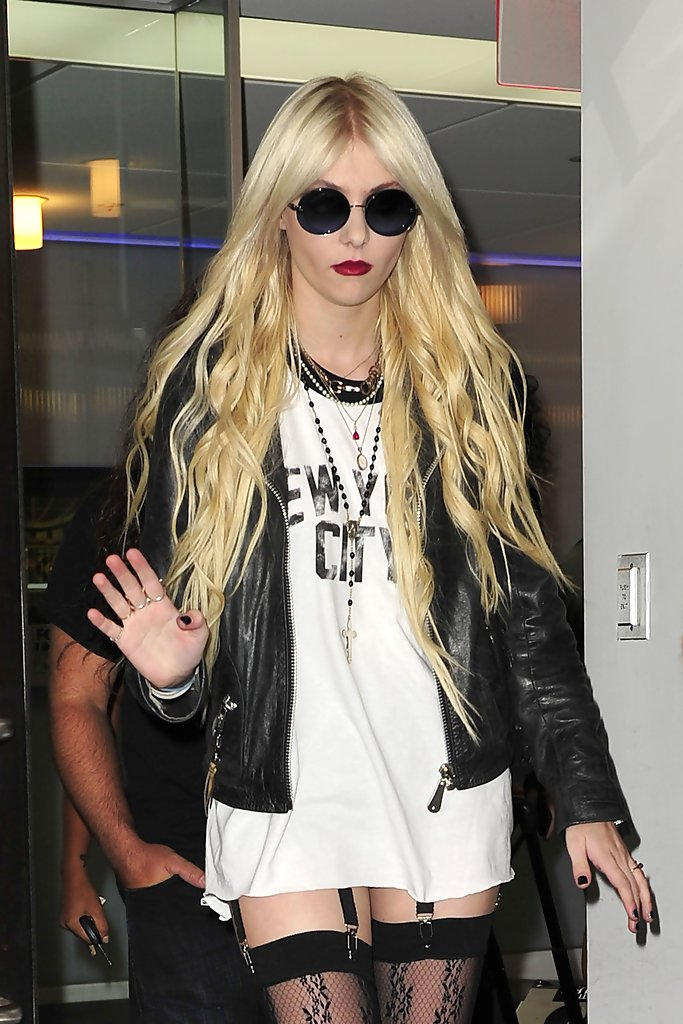 9be9ac0d613 More Pics of Taylor Momsen Round Sunglasses (6 of 15) - Taylor ...