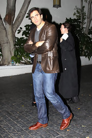 This brown leather jacket gave Eli Roth lots of manly appeal.