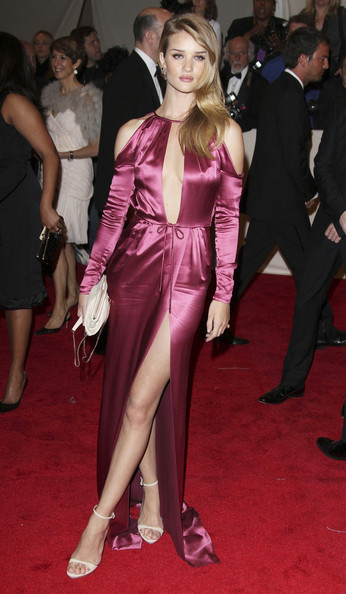 13fae2b41f8 Rosie Huntington-Whiteley Is Glam in Pink Burberry for the Met Gala ...