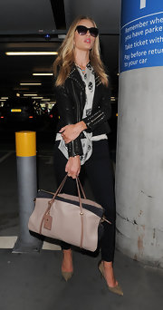 Rosie Huntington-Whiteley pulled her travel look together with a large leather tote by Nina Ricci.
