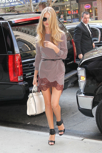 More Pics of Rosie Huntington-Whiteley Print Dress (1 of 13) - Rosie Huntington-Whiteley Lookbook - StyleBistro