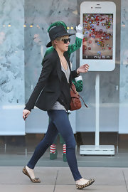 Whitney Heard headed to the Apple store in a classic black blazer and a matching fedora.