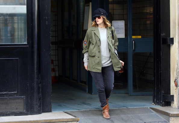 More Pics of Drew Barrymore Classic Jeans (3 of 10) - Drew Barrymore Lookbook - StyleBistro