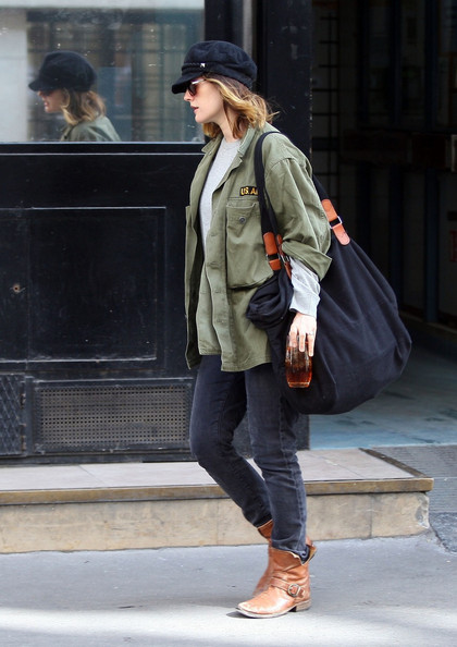 More Pics of Drew Barrymore Classic Jeans (7 of 10) - Drew Barrymore Lookbook - StyleBistro