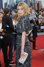 Greta Gerwig carried a super-chic white snakeskin clutch when she attended the premiere of 'Arthur.'