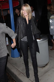 Julianne Hough stepped out for dinner in a pair of slightly shiny and skintight black skinnies.