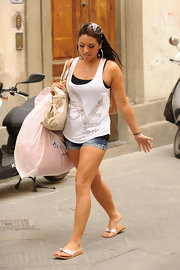 Sammi 'Sweetheart' Giancola was spotted in Florence wearing a pair of gold flip flops.
