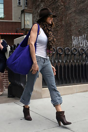 Sarah looked cute and casual when she stepped out in a pair of scrunched brown leather ankle boots and a funky sunhat.