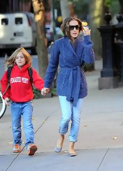 Sarah Jessica Parker wore light gray ballet flats with her cozy casual look.