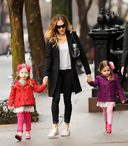Sarah Jessica Parker knew how to make casual cool in the winter with skinny jeans.