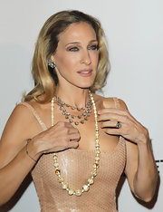 Sarah Jessica Parker's 9-carat cushion-cut diamond ring puts all other gems to shame. Holy mackerel!
