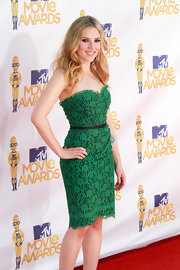 Scarlett Johansson looked amazing at the MTV Movie Awards in her green lace, strapless dress.
