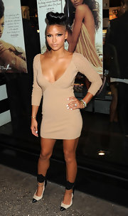 Cassie sizzled in neutrals at Sephora in cotton-raffia pumps with black leather cuffs and cap toes.