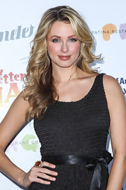 Shandi Finnessey's long blonde waves looked lovely and beachy at 'An Evening with a View' Gala.