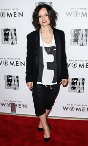 A stylish black blazer added a formal feel to Sara Gilbert's tee and Capri pants combo at the Evening with Women gala.