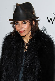 Linda Perry accessorized with a brown fedora at the Evening with Women gala.