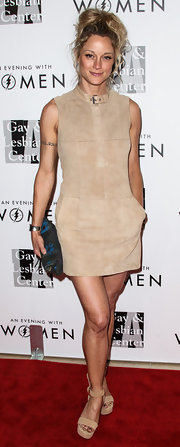 Teri Polo paired her dress with platform sandals in the same nude color.