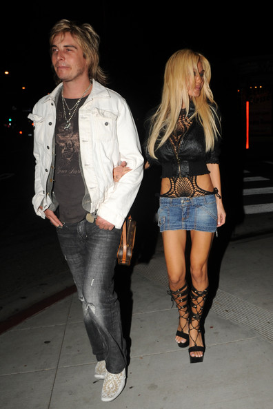 Shauna Sand looked super sexy all the way down to her black gladiator heels.