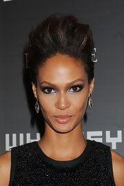 Joan Smalls added a dash of color to her look with a hint of purple eyeshadow on her inner corners.