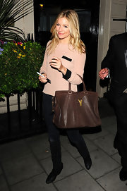 Sienna left the Theatre Royal carrying her brown oversized tote bag by Yves Saint Laurent.