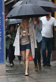 Sienna Miller kept her street style classic and cool with this tan wool coat, which she draped over he shoulders to beat the rain.