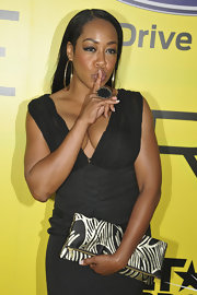 Tichina Arnold carried a very stylish black-and-white printed clutch during the pre-BET exclusive dinner.