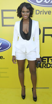Tika Sumpter sported a strong yet sexy look with this black-and-white short suit at the pre-BET dinner.