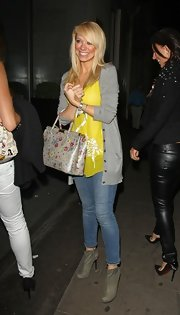 Even when dressed down in faded blue skinnies, a loose blouse, and a cardigan, Liz Mcclarnon still looked hot.