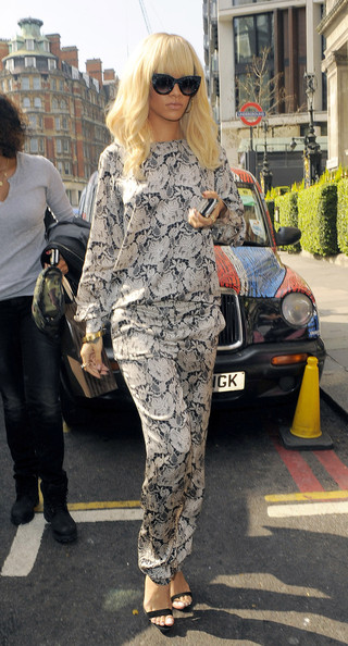Rihanna in Rihanna Steps Out in London 6
