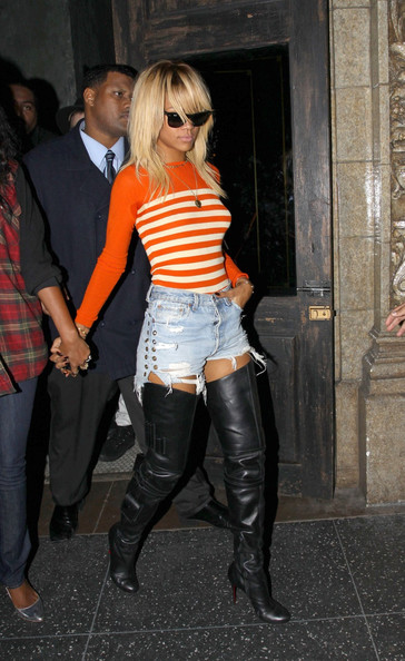 http://www3.pictures.stylebistro.com/pc/Singer+Rihanna+seen+leaving+Roxbury+night+NgH9iUPTymql.jpg