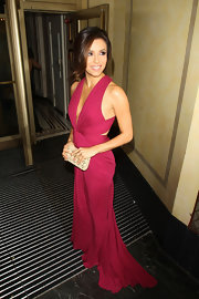 Eva Longoria accessorized her sizzling berry halter gown with a nude box clutch.