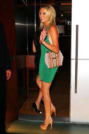 Stephanie paired her kelly green dress with an embellished shoulder bag.