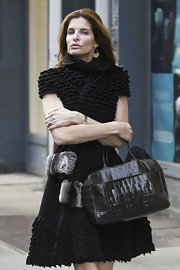 Who gets her nails done looking all glammed up in a red carpet-worthy ruffle LBD? Stephanie Seymour, that's who!