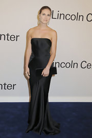 Lauren Bush accented her glamorous gown with a streamlined black satin clutch.