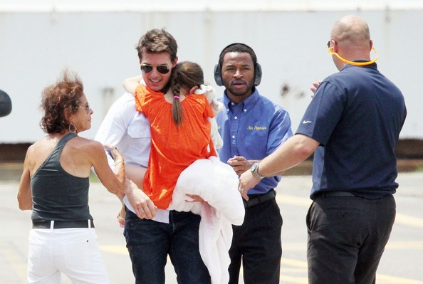 Tom Cruise and Suri Catch a Helicopter