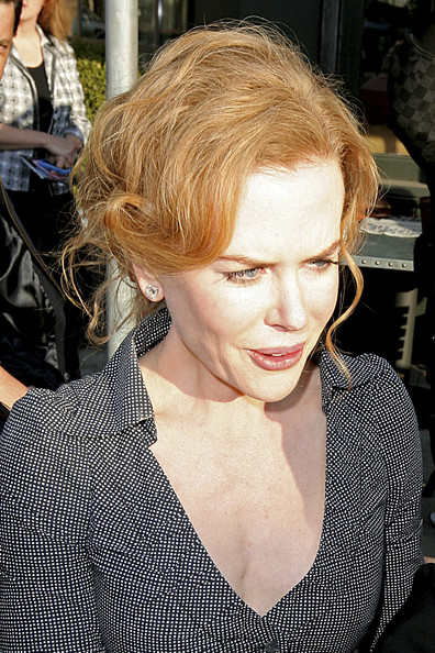 Nicole Kidman Leaves a Brentwood Restaurant
