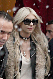 Taylor Momsen enjoyed a snowy day in Paris in a pair of black rectangular sunglasses.